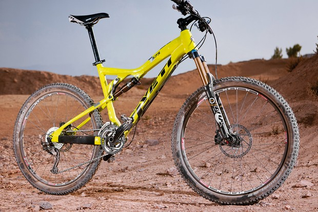 Yeti have tweaked the 575 for 2012, changing the rear triangle and adding ISCG tabs