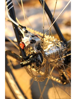 The bike uses 140mm rotors front and rear