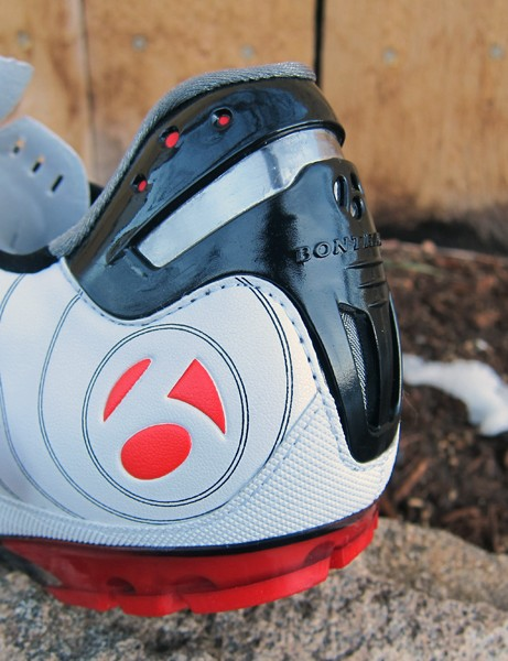 The metal Heel Trap clip on Bontrager's RXL MTB pinches the top of the shoe around the top of the heel to help prevent lift
