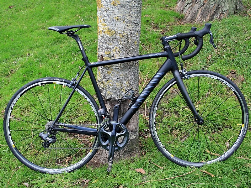Canyon have brought their Ultimate AL 9.0 Di2 in at a rather tantalising £1,989