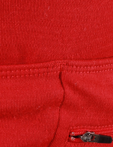 Reinforced stitching around the pocket corners help keep the fabric from tearing