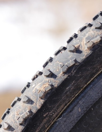 In profile, the 2mm tall center tread shows its teeth