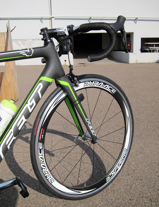 1t4i training bikes are equipped with carbon-and-aluminum clinchers but this race bikes will get carbon-rimmed tubulars.