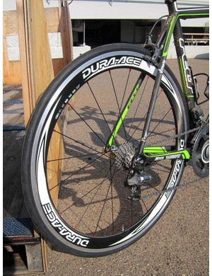 1t4i's aluminum-and-carbon Shimano Dura-Ace clincher wheels are comparatively heavy but they're also very durable - perfect for training.