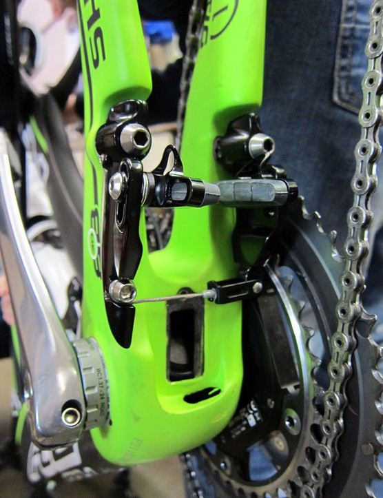 Felt uses TRP's TTV linear-pull brake design for its DA aero bike.