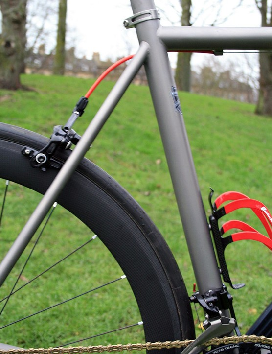 The Spin Spitfire Mk X Lightning has a steeper seat tube than a road racing bike