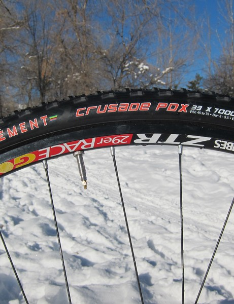 The idea of tubeless 'cross tires has long enticed riders but it's only fairly recently that the concept seems to be working well in the real world. Wider rims seem to help