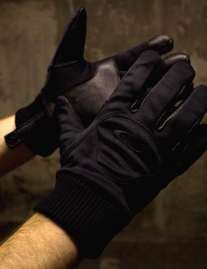Oakley's Windstopper gloves pack some serious performance in a stealth package