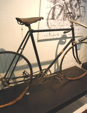 While this early 20th century track bike lacks the Bianchi colors, it does feature the crown logo and shows the double butted tubing