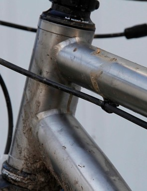 A 44mm-diameter head tube will accept either straight 1-1/8in or tapered 1-1/8 to 1-1/2in steerer tubes
