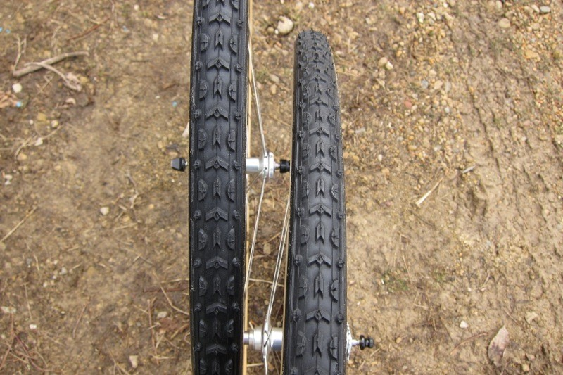 The 33mm tire (left) is noticeably, if ever so slightly, larger than the 32mm version