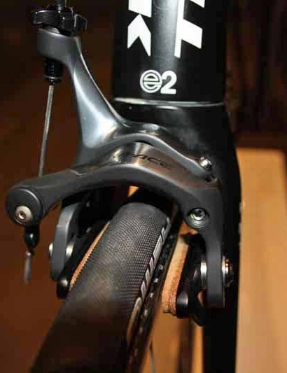 Shimano Dura-Ace dual-pivot calipers are fitted with Bontrager carbon-specific cork pads