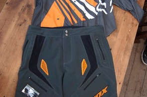 2012 Fox Ultimatum shorts and Freeride LS jersey, both in 'charcoal'