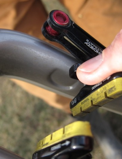 Indents behind the brake pad holders allow 2.5mm more splay for better tire clearance