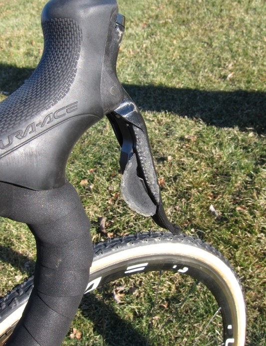 Legg-Compton has textured the Di2 levers with superglue and sand for better grip and feel on bumpy courses