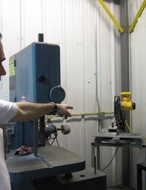 Carbide-bladed chop saw for carbon steerer tubes