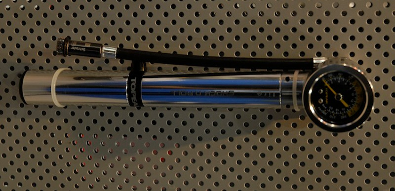 Topeak's new Shock & Roll combines a tyre pump and a shock pump in one