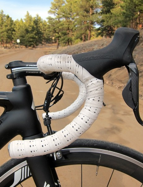 The semi-anatomic bend provides plenty of room for multiple hand positions. The ultra-thin bar tape offers no cushioning but is reassuringly grippy