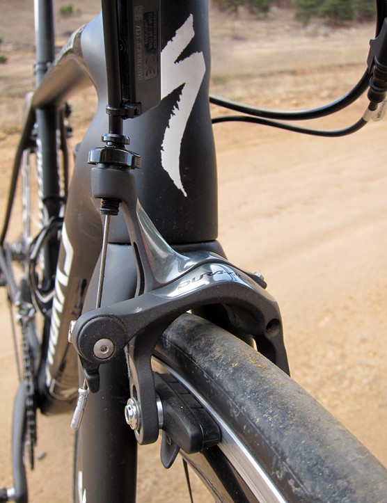 Shimano Dura-Ace dual-pivot brake calipers front and rear provide excellent stopping power and outstanding lever feel
