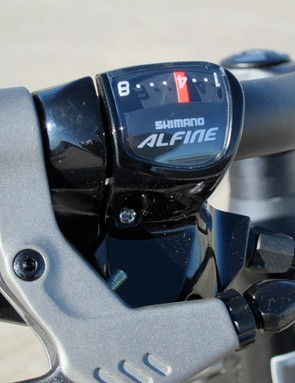 Shimano normally pair the Nexus rear hub with a twist shifter but Trek have instead subbed in a trigger shifter from the Alfine range