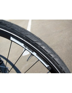 The semi-slick Bontrager H2 Plus tires boast thick tread rubber and reflective sidewalls for excellent nighttime visibility
