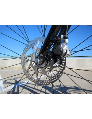 The cable actuated Shimano front disc brake provided predictable performance in all weather conditions during our Colorado winter test period