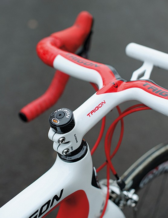 Trigon's one-piece bar and stem is light, smart and very stiff. The non-round shape necessitates the computer mount