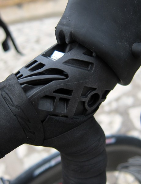 The heavily relieved lever body helps trim weight down to 260g a pair - down 58g from the current version