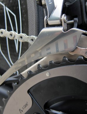 The new SRAM Red front derailleur is built with a stiffer mixed-material cage (aluminum outer plate, steel inner) that more closely follows the shape of the outer chainring