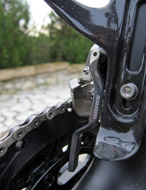One unexpected addition is this tidy chain catcher, which is integrated into the front derailleur mounting assembly and rigidly fixed in place