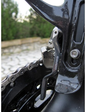 It took some serious abuse to drop the chain on our loaner bike in order to test the new integrated chain catcher. But yes, it does seem to work