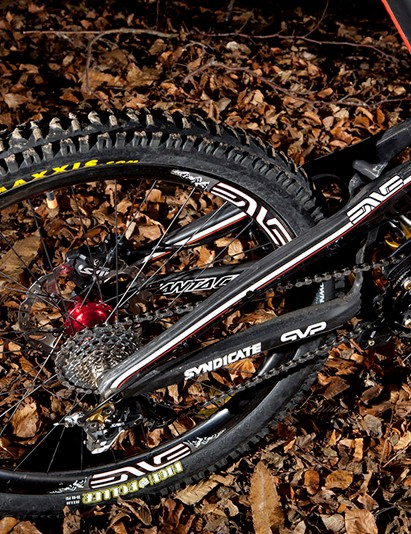 Santa Cruz Syndicate V-10 Carbon with ENVE carbon wheels