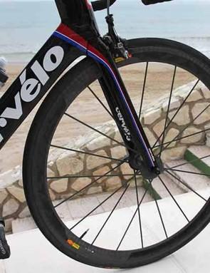 Mavic Cosmic Carbone Ultimate carbon tubular wheels strike a good balance between weight, stiffness and aerodynamics
