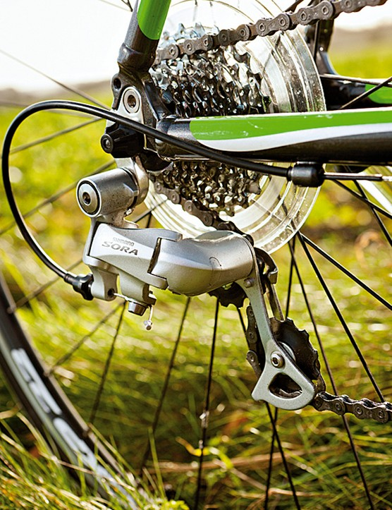 The near complete Shimano Sora groupset works perfectly