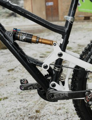 Linkage and weight is kept near the bottom bracket for best handling
