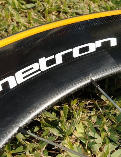 3K carbon braking surface and spoke holes with unidirectional carbon fibre between