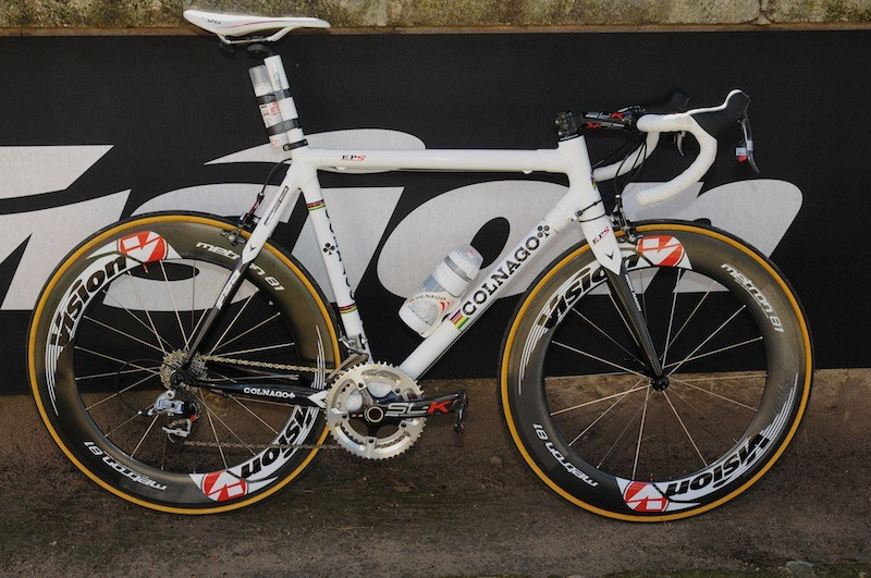 Vision's Metron 81 deep section full-carbon wheels upstaging a Colnago