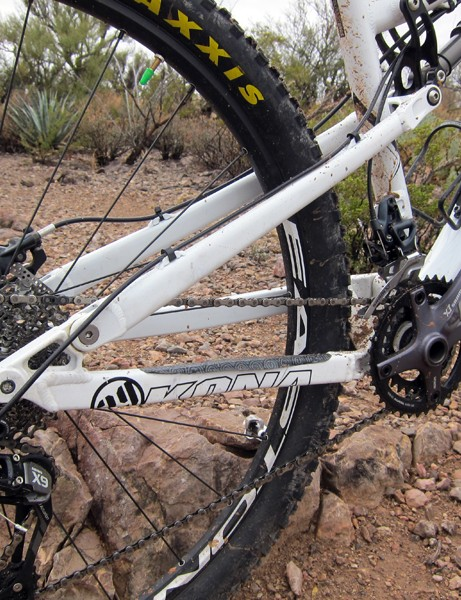 The single-pivot Kona Satori rear end is bolstered with 12x142mm through-axle dropouts