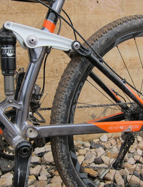 Kona stick to their tried-and-true single-pivot rear end for the 2012 Hei Hei 29 Supreme