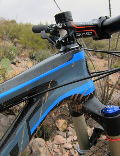 The zero stack head tube on the 2012 Kona King Kahuna allows for lower bar heights