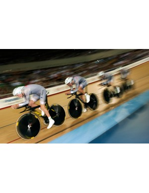 Australia flew to victory in the men's 4000m team pursuit