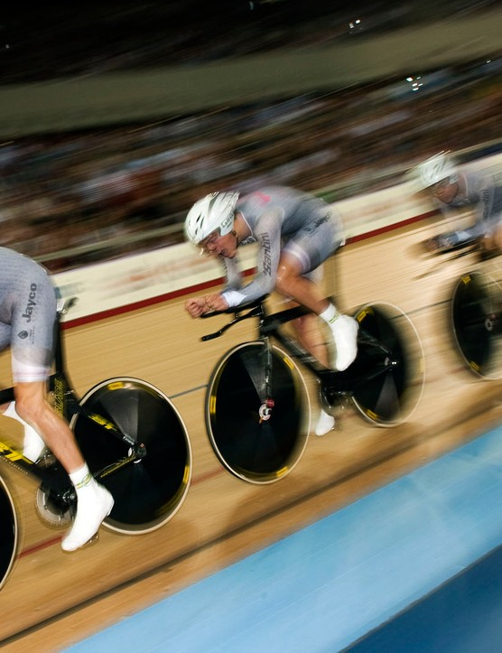 Australia flew to victory in the men's 4000m team pursuit