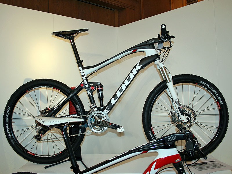 Look's integrated A-Stem sets the 920 apart from the cross-country pack