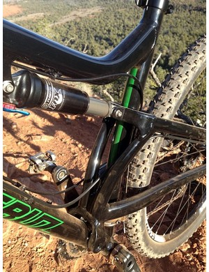 The twin, curved uprights neatly clear the seat tube on the new Santa Cruz Superlight 29