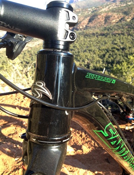 Santa Cruz use an internal upper and external lower headset bearing on the new Highball and Superlight alloy 29ers