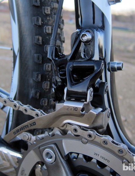 SRAM don't offer a high direct mount version of their XX front derailleur so the Superfly Pro instead uses an X0 model