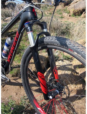 Rusch runs the custom RockShox/Specialized SID fork with a carbon fiber crown/steerer assembly and Brain inertia damper