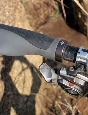 Ergo-style Specialized Body Geometry grips provide lots of cushioning and surface area