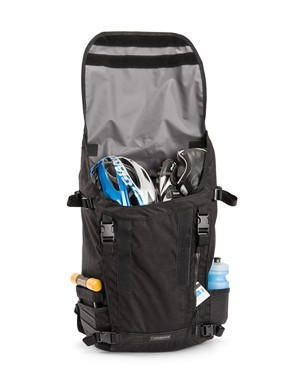 Various outer pockets on the Timbuk2 Especial Cuatro handle water bottles, mini U-locks and other small items