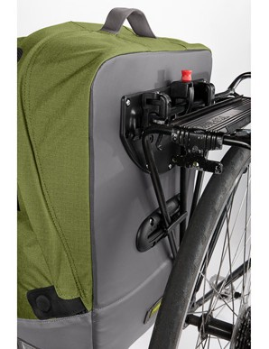 Flip the outer flap over to the other side of the Timbuk2 Especial Viaje to reveal the rack mounting hardware